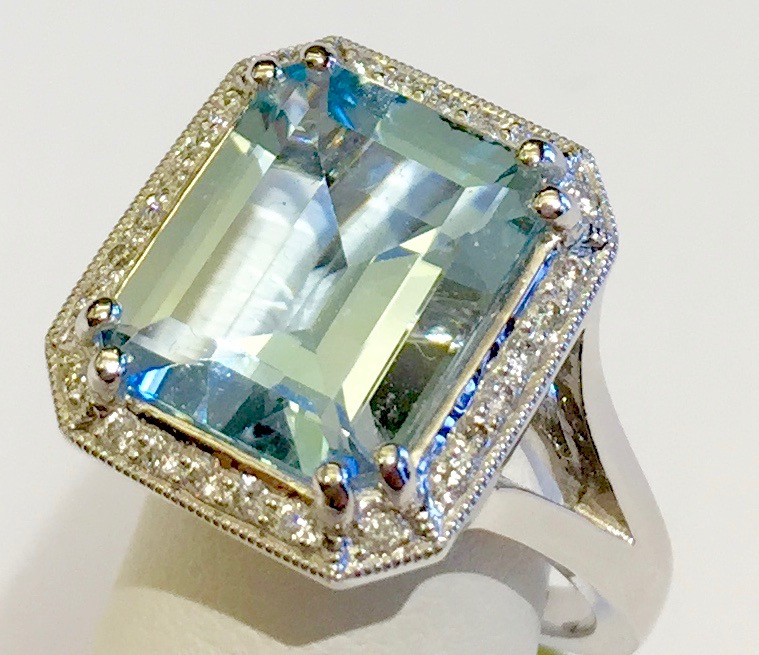 Diamond, Aquamarine and Gold Ring R1126