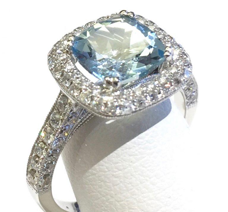 Diamond, Aquamarine and Gold Ring R1134