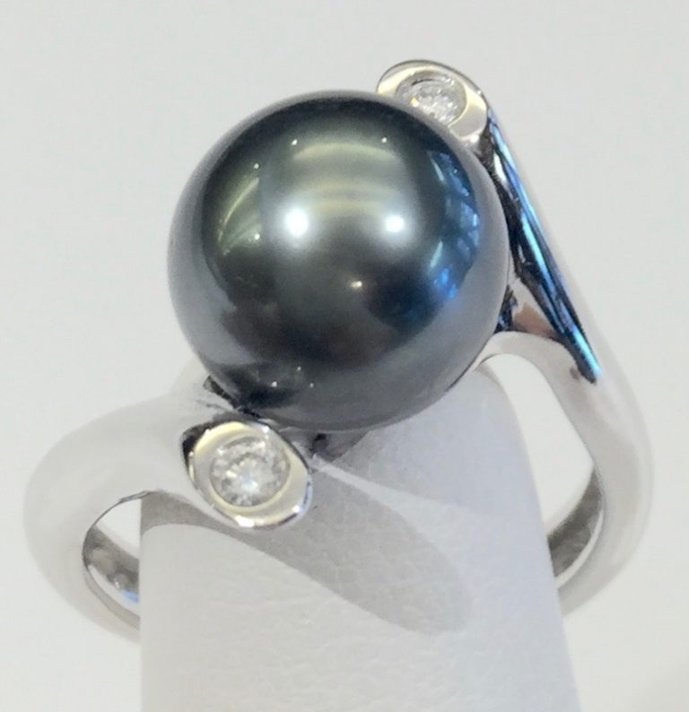 Diamond, Tahitian Pearl and Gold Ring R1098