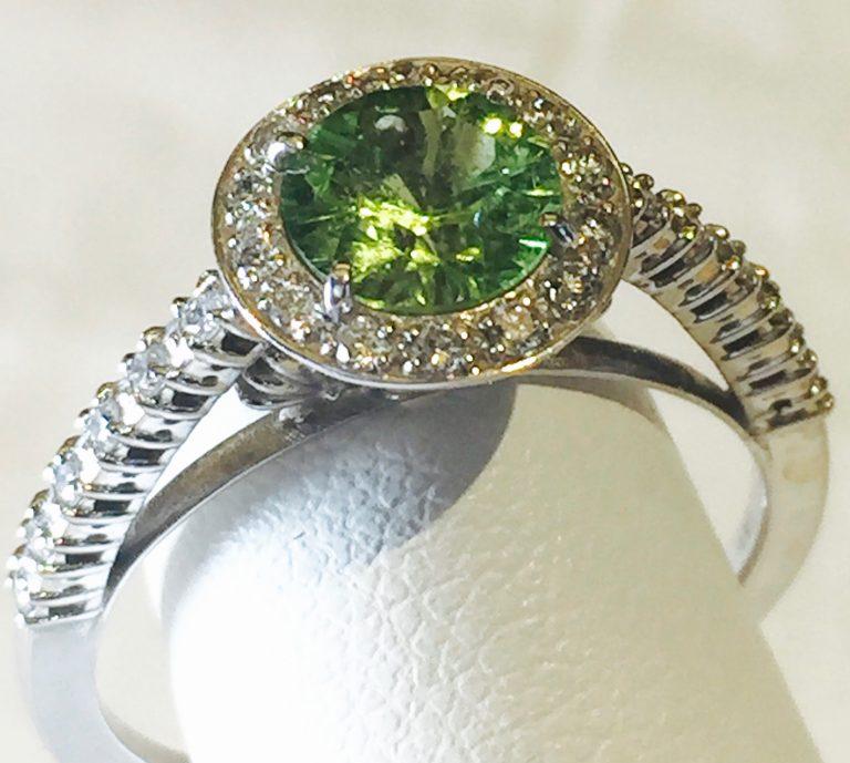 Diamond, Peridot and Gold Ring R1112