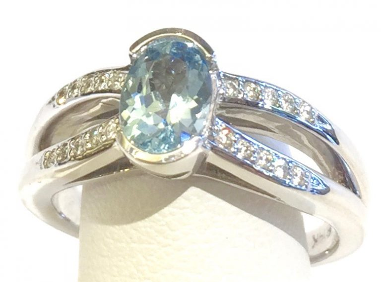 Diamond, Aquamarine and Gold Ring R1129