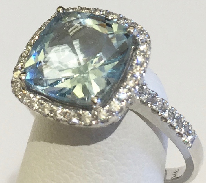 Diamond, Aquamarine and Gold Ring R1133